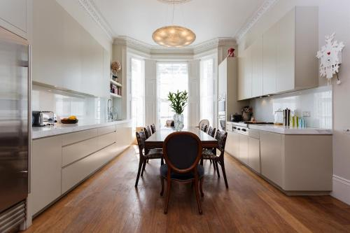 Veeve - Four Bed House in Russell Road - Kensington a London