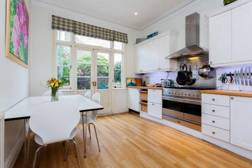 Veeve - Three Bed House on Stapleton Road - Wandsworth a London