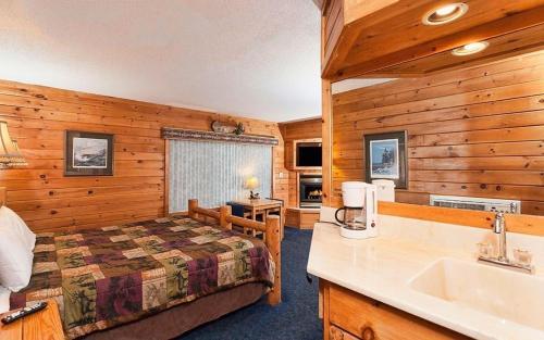 Voyageur Lakewalk Inn - Duluth, MN 55802