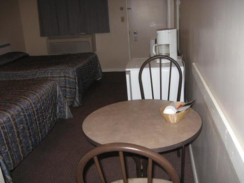 Pals Motel and RV Park - Medicine Hat, AB T1A 7W4