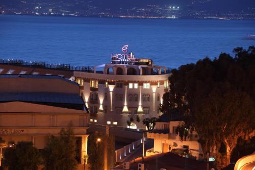 . E' Hotel
