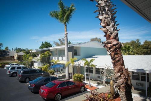 Hotels Vacation Als Near Sarasota Jungle Gardens Florida Trip101
