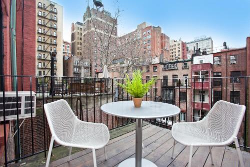 Set In New York Luxury Apartments Greenwich Village Features Accommodation With A Flat Screen Tv Free Wifi Is Offered
