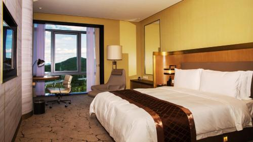 Double Room with View - wtih Yanqi Lake Tour