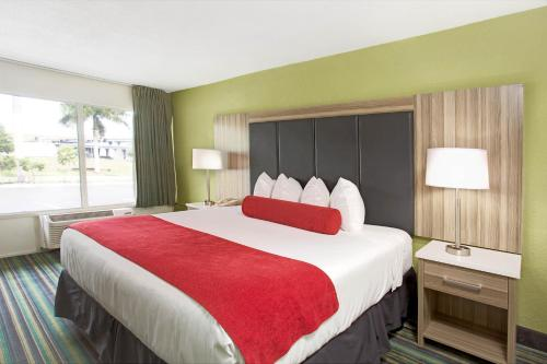 Ramada by Wyndham Fort Lauderdale Airport/Cruise Port - image 4