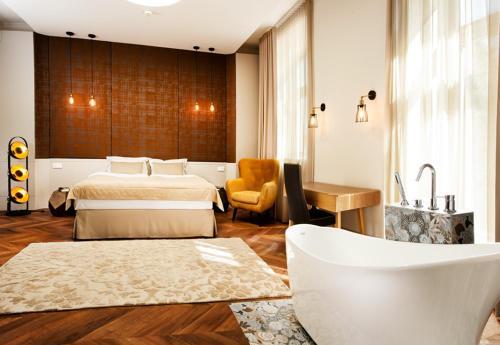 . Hotel Nihil Novi