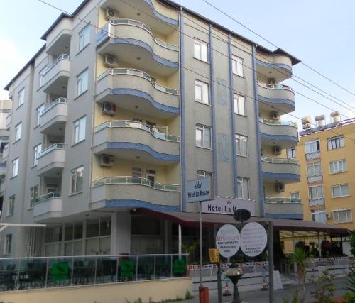Alanya Hotel La Mosae adres