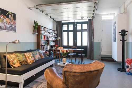 Authentic West Apartment impression