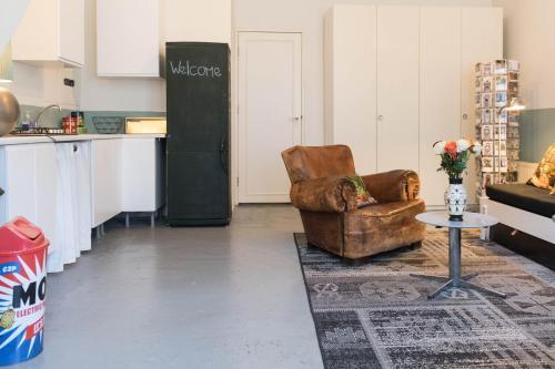 Authentic West Apartment photo 17
