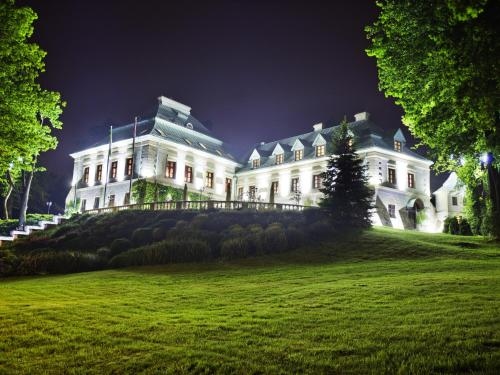 __{offers.Best_flights}__ Manor House Spa