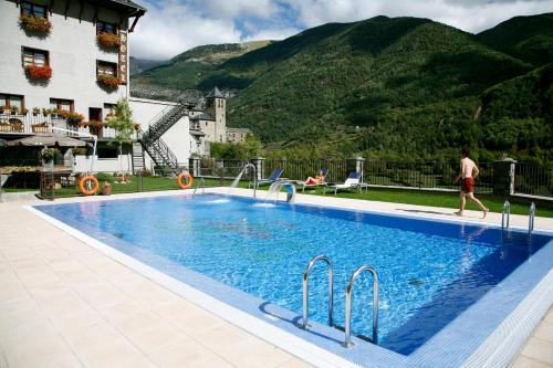 . Hotel Villa de Torla