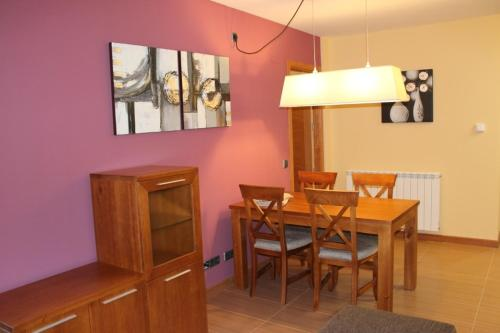 Apartament cu 1 dormitor şi permise de schi (4 adulți)  (One-Bedroom Apartment with Ski Pass (4 Adults) )