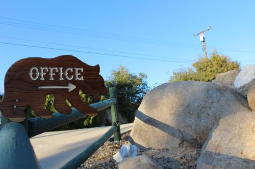 Barewood Inn & Suites Hotel Wofford Heights in CA