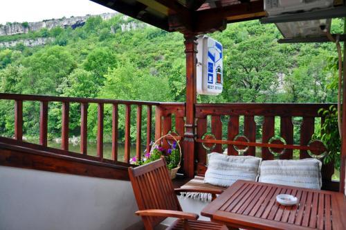 . Family Hotel Varosha 2003