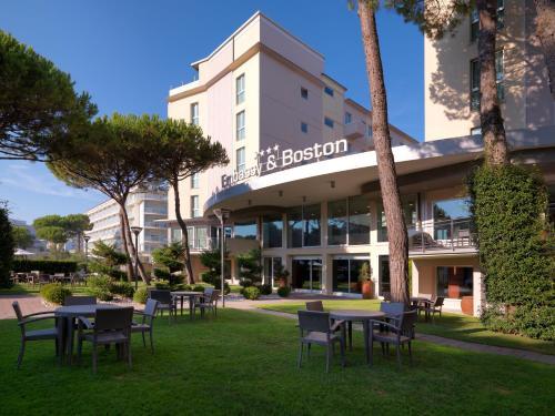 . Hotel Embassy & Boston