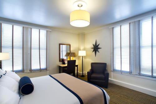 Marines' Memorial Club & Hotel Union Square Номер Делюкс с кроватью размера «king-size»