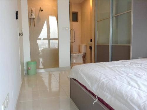 Single or Double Room with Private Bathroom
