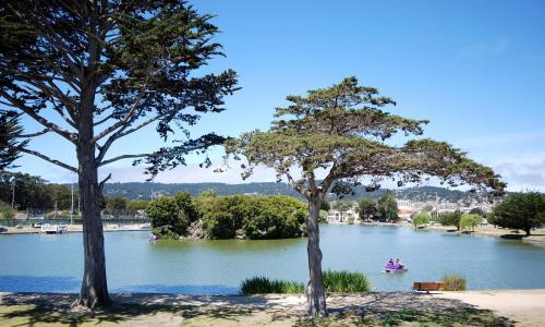 Monterey Bay Lodge