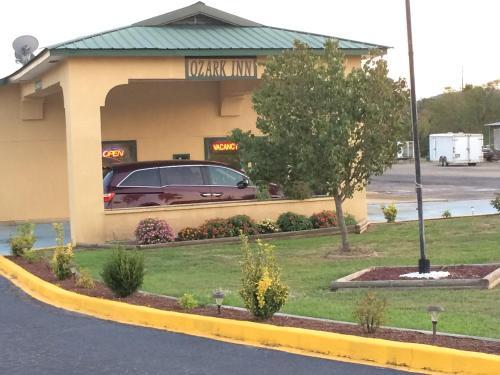 Ozark Inn - Mena, AR 71953