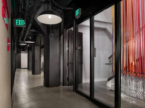 28 Cyril Magnin Street, San Francisco, 94102, California, United States.