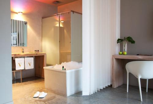 Suite with Spa Access - single occupancy Hotel Viura 39