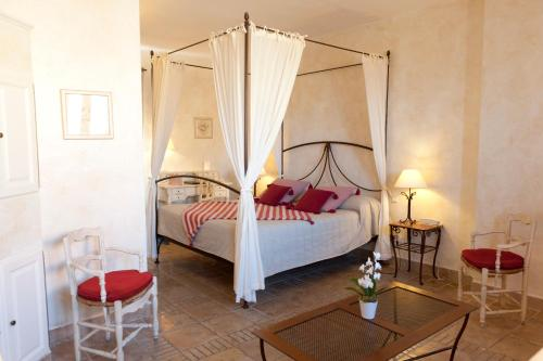Accommodation in Roussillon