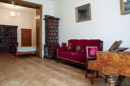 . Central Classic 4-room Apartment