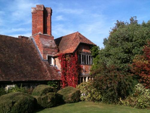 Long Crendon Manor, Frogmore Lane, Long Crendon, Bucks, HP18 9DZ, United Kingdom.