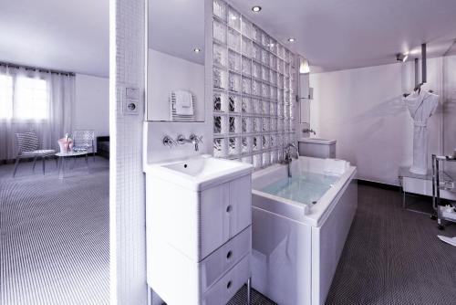 Kube Hotel Paris - Ice Bar photo 17