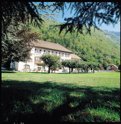 Angon 1199, Route d'Angon, 74290 Talloires, France.