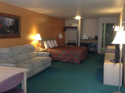 Timberland Inn & Suites - Castle Rock, WA WA 98611