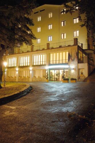 . Hotel Miravalle 2000