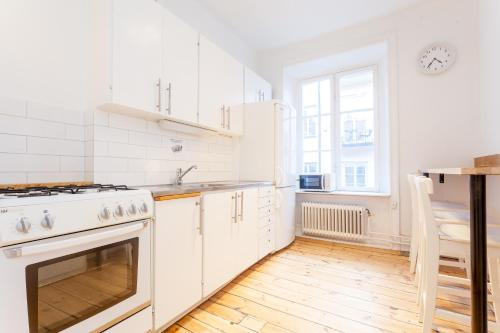 ApartDirect Sveavägen photo 46