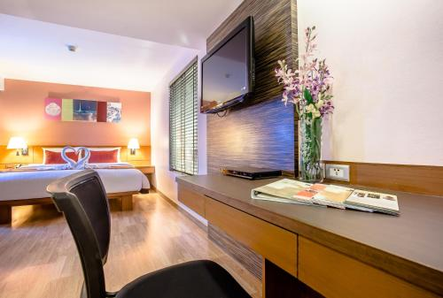 Nouvo City Hotel photo 57