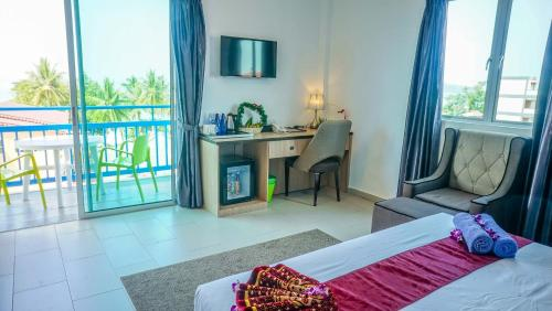 Bilik Deluxe Double dengan Balkoni dan Pemandangan Laut (Double Room with Balcony and Sea View)