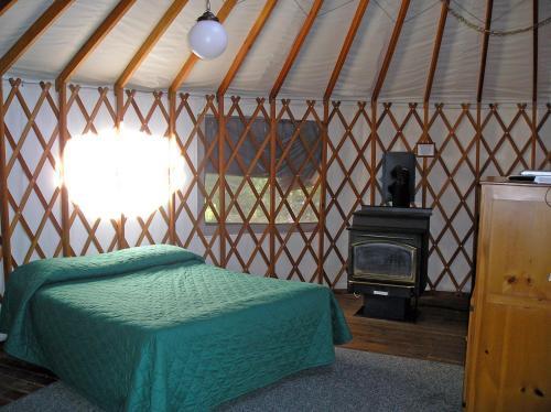 Yosemite Lakes Hillside Yurt 8 - Groveland, CA 95321