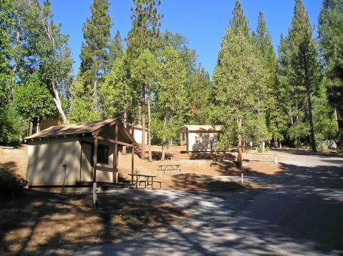 Yosemite Lakes Bunkhouse Cabin 28 - Groveland, CA 95321