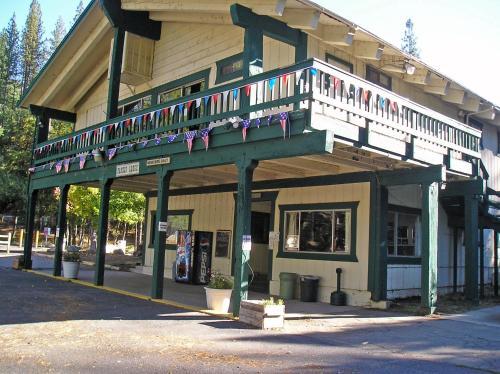 Yosemite Lakes Bunkhouse Cabin 35 - Groveland, CA 95321