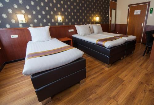 Hotel De Paris Amsterdam room photos