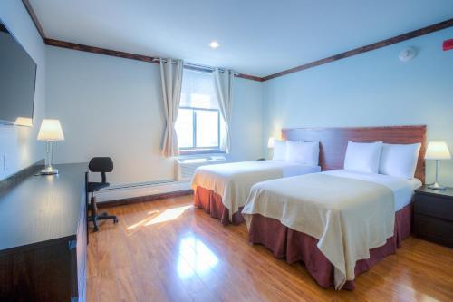 LIC Hotel - image 9