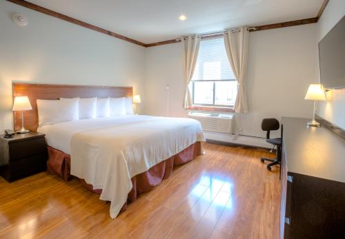 LIC Hotel - image 8