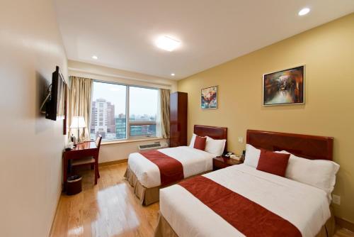 Asiatic Hotel - Flushing - image 3