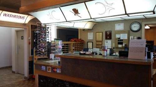 The Ritz Cafe and Motor Inn - Whitecourt, AB T7S 0A6