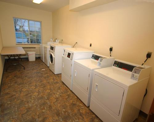 White House Suites - Plainfield, IN 46168