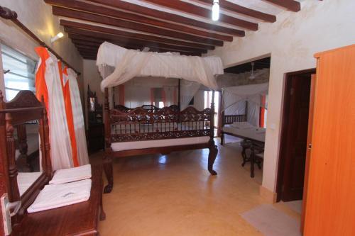 Jannataan Hotel, Lamu West