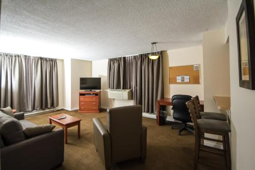 Candlewood Suites Montreal Downtown Centre Ville - Photo 2 of 33