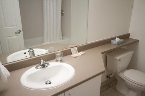 Candlewood Suites Montreal Downtown Centre Ville - Photo 3 of 33