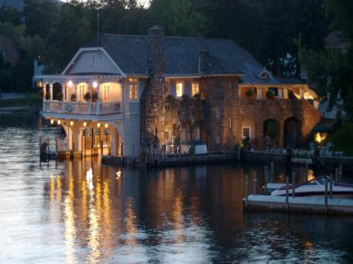 Hotel Lake George Boathouse Bed & Breakfast 1