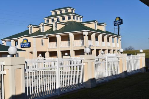 Days Inn By Wyndham Trumann Ar - Trumann, AR 72472