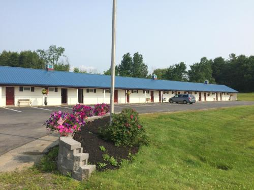 Colonial Valley Motel - Farmington, ME 04938
